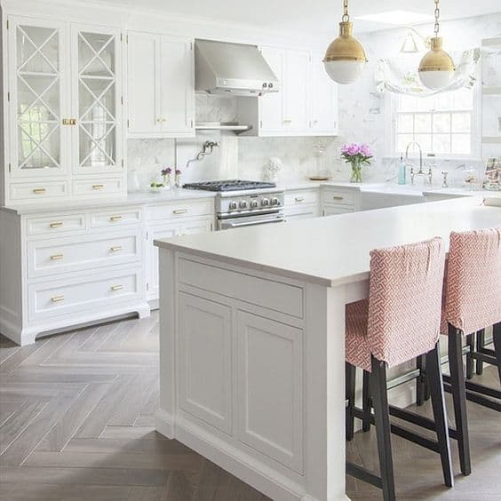 White Contemporary Kitchen With Golden And Pink Details